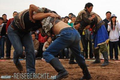 China Rundreise Reiseberichte Innere Mongolei Steppe Wrestling Ringkampf